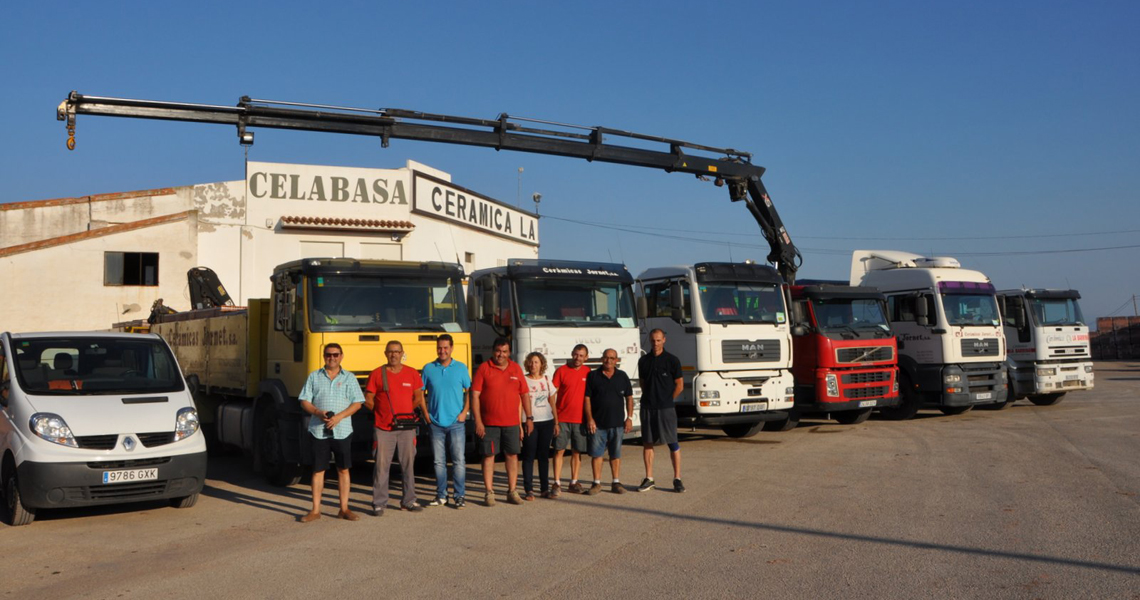 celabasa-tierra-batida-camiones-fabrica